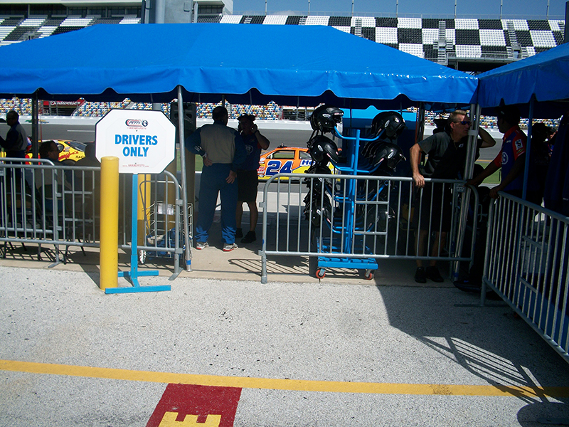 Daytona USA - Steel Barricades at the Pit Stop